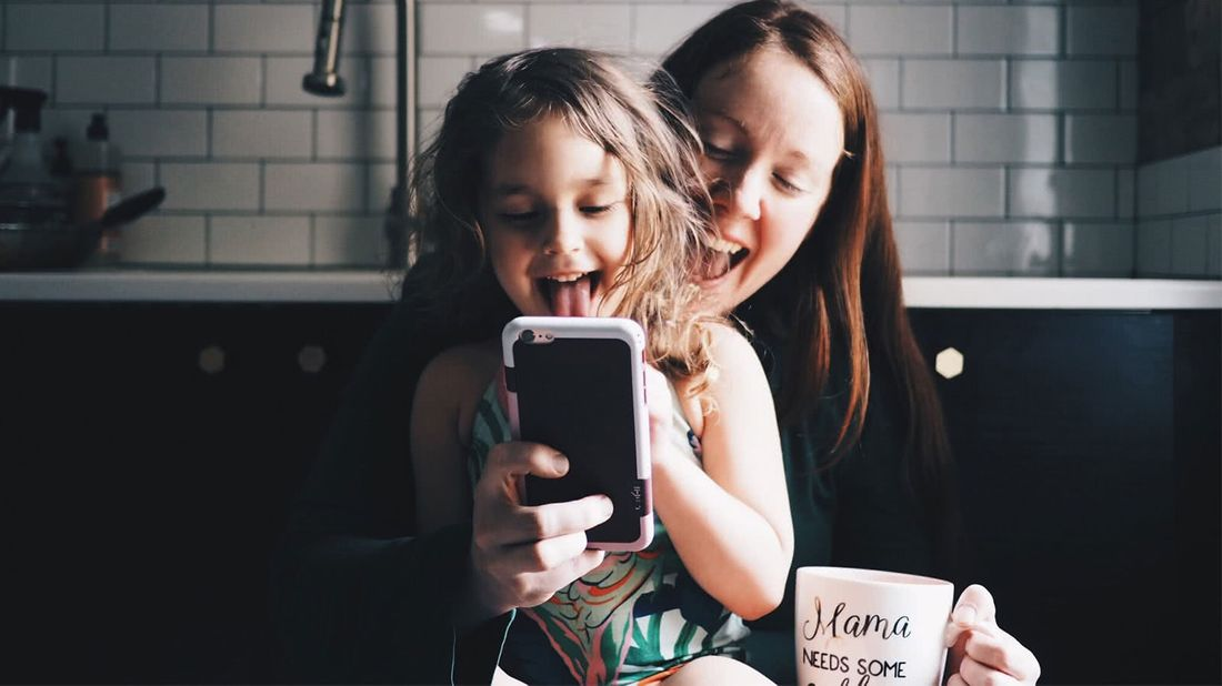 3 apps moms reccomend daughter and mom playing with phone