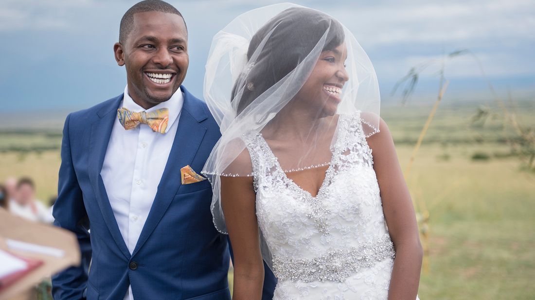Couple getting married during pandemic
