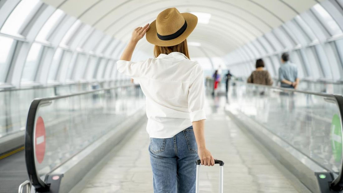 Woman traveling during the pandemic