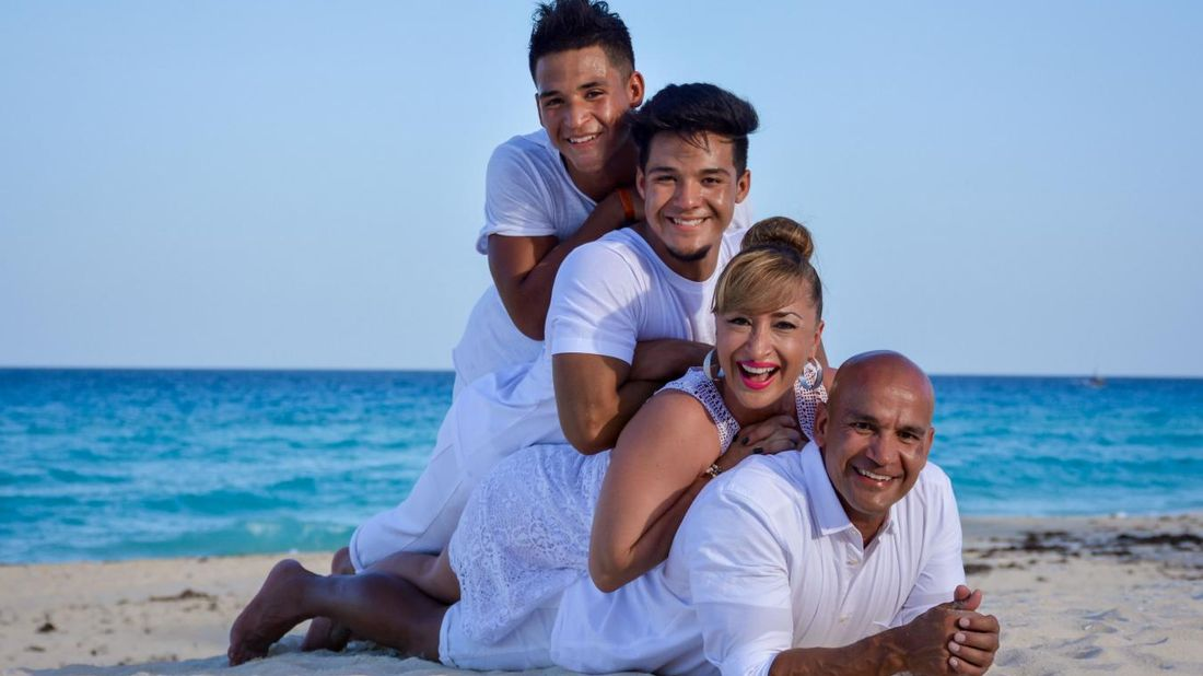 NM Financial Advisor Humberto Rios and his family at the beach