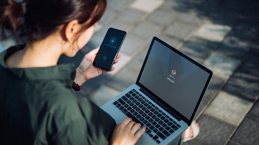 woman-online-protecting-digital-privacy