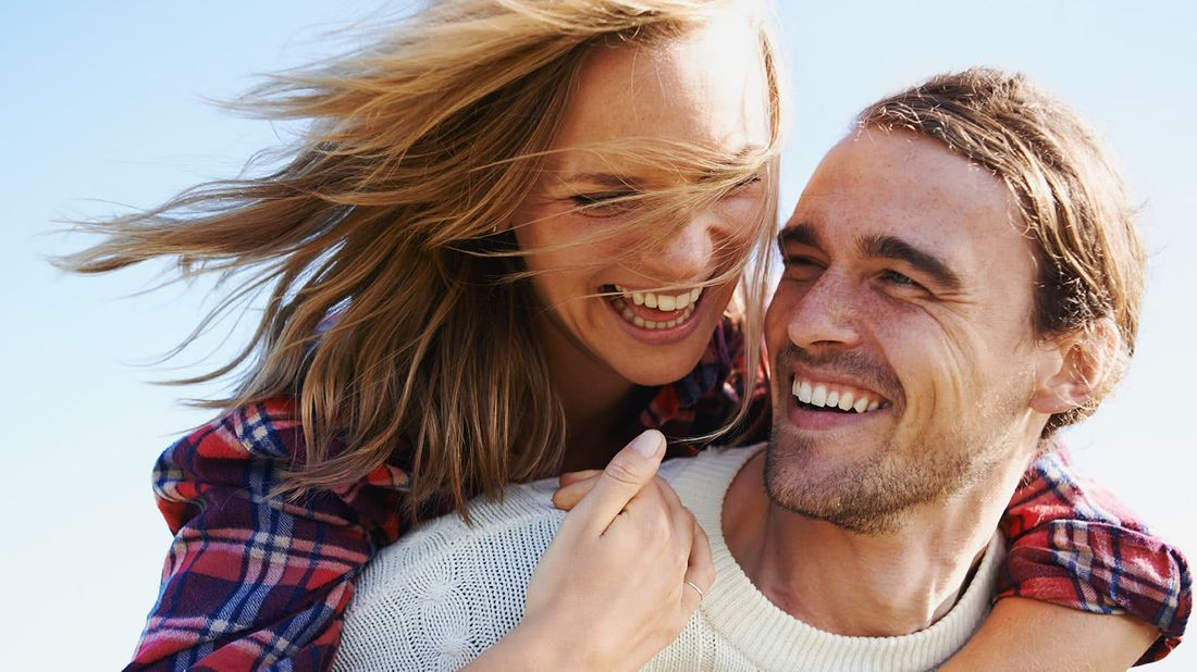 How to reach your financial goals happy couple