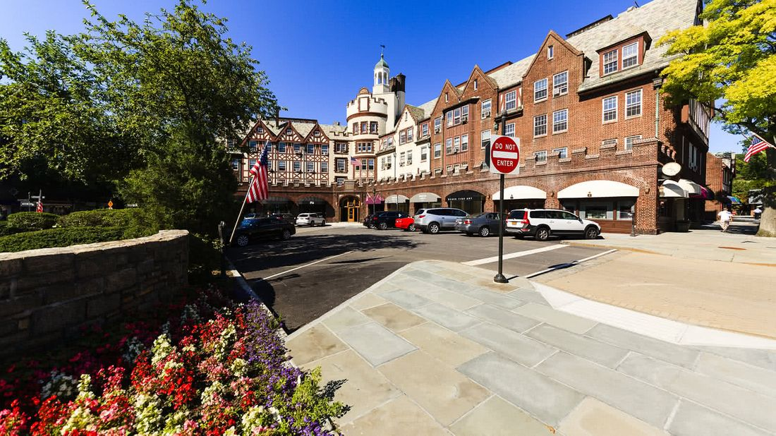 Scarsdale NY is one of the richest towns in America
