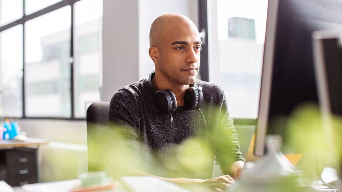 Man looking at computer screen.