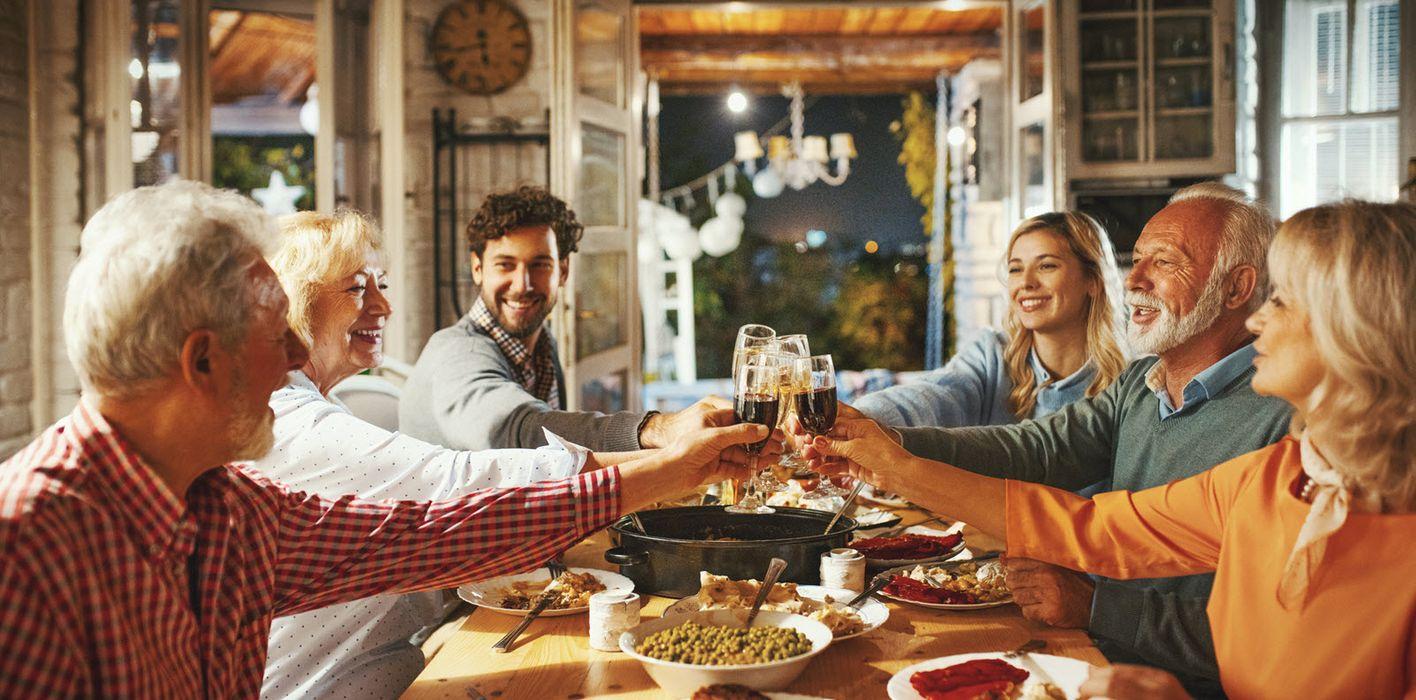 family having thanksgiving dinner together