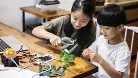 children working on robot design 529 plans