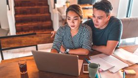 couple exploring refinancing on laptop