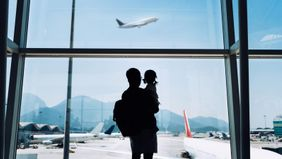 Dad and daughter traveling for holidays