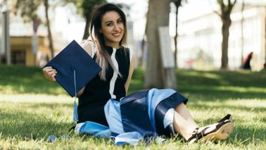 graduate thinking of financial steps to take after college
