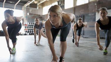 women in crossfit class