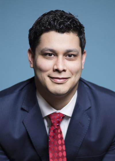 Dario Bolaños headshot