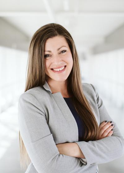 Lindsey Dueland - Northwestern Mutual headshot