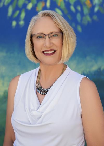 Leslie S Hughes