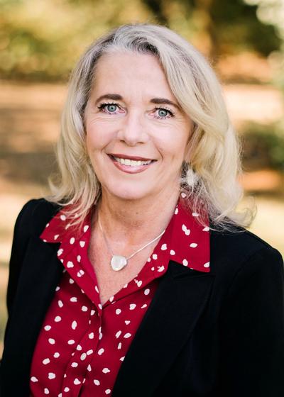 Barbara Lyon headshot